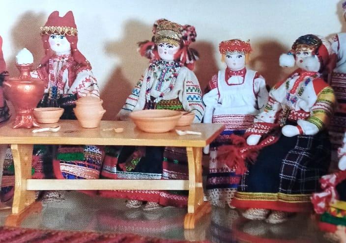 kukly-skeletcy-v-russkoj-izbe