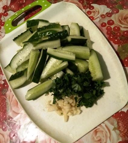 salaty-iz-pererosshih-ogurcov-na-zimu